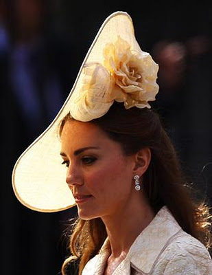 kate middleton wearing hat, kate wearing a beautiful hat, duchess of cambridge, british culture, lovely white hat, lovely person, the lady in london