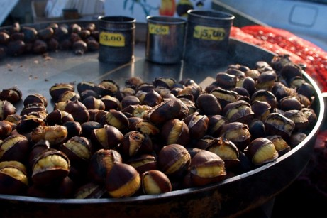 chestnuts, roasted chestnuts, chestnuts in italy, roman roasted chestnuts, piazza spagna, chestnuts in piazza spagna, the ladys guide to adventure, rosalie melin