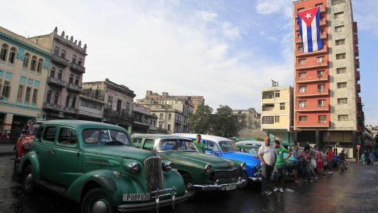 cuba, havana, traveling to cuba, classic cars, locals in cuba, quartz, americans going to cuba, cuban national flag, architecture in cuba, getting to cuba, the ladys guide to adventure, kelsey melin, travel planning